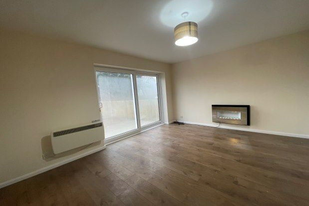 2 bed flat to rent in Hatherleigh Walk, Bolton BL2