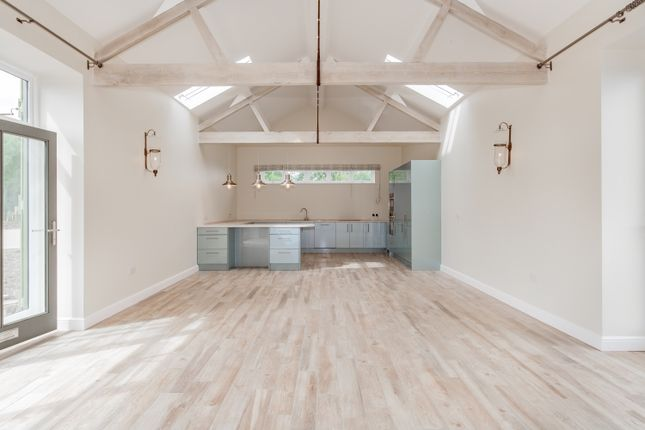 Thumbnail Barn conversion to rent in Abthorpe Road, Silverstone, Towcester