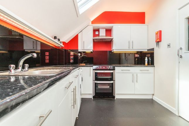 Thumbnail Terraced house to rent in Arch Street, London