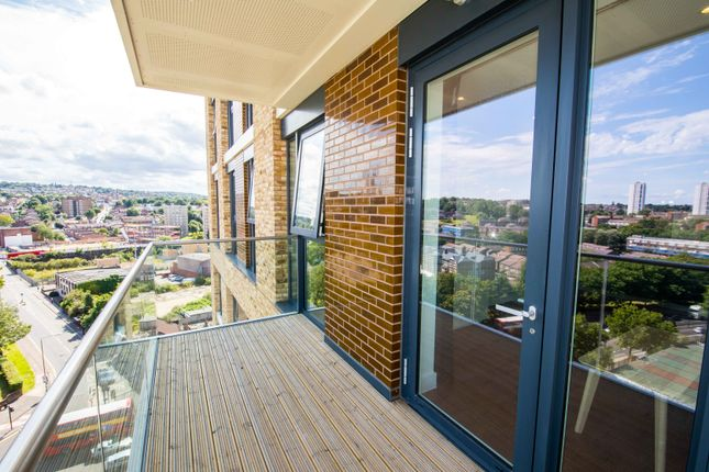 Flat to rent in Duncombe House, London