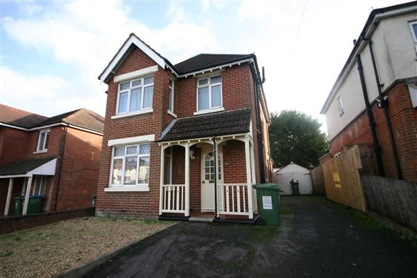 7 bed detached house to rent in Burgess Road, Southampton