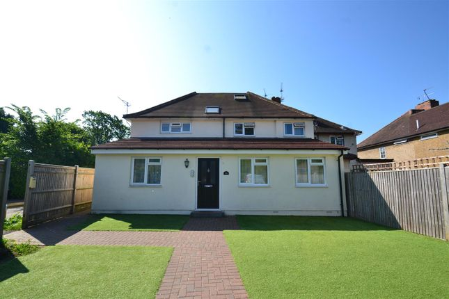Thumbnail Flat to rent in Smallfield Road, Horley