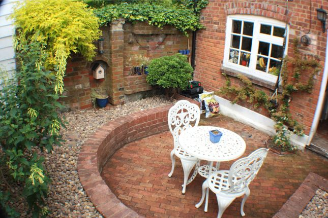 Thumbnail Terraced house to rent in Aylesbury End, Beaconsfield