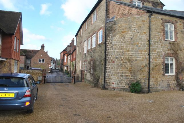 Thumbnail Flat to rent in North Street, Midhurst