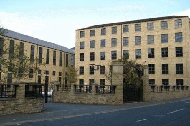 Flat to rent in Firth Street, Huddersfield