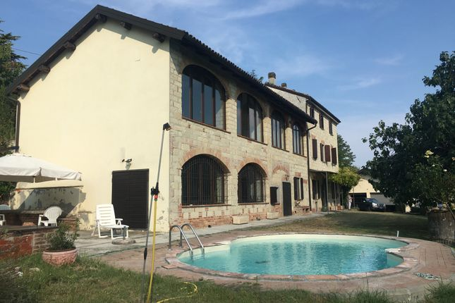 Thumbnail Country house for sale in Magnificent Villa In A Panoramic Position, With Garden And Pool, Alessandria, Piedmont, Italy