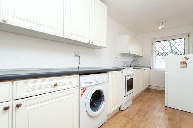 Kitchen of Cowenbeath Path, Islington N1