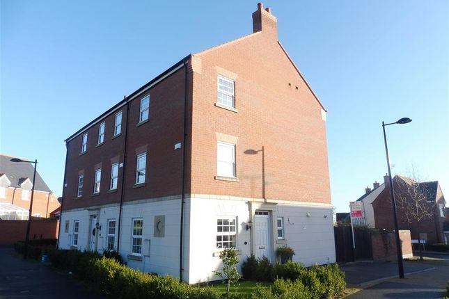 Thumbnail Town house to rent in Brook Furlong Drive, Birstall, Leicester