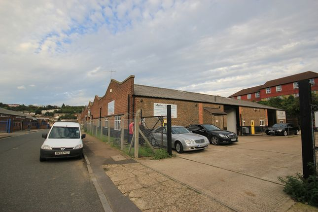 Thumbnail Warehouse to let in Second Avenue, Luton, Chatham