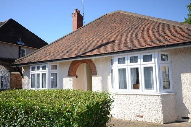 2 bed bungalow to rent in Long Garden Walk, Farnham GU9