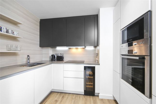 Picture No. 06 of Rivulet Apartments, Devan Grove, London N4
