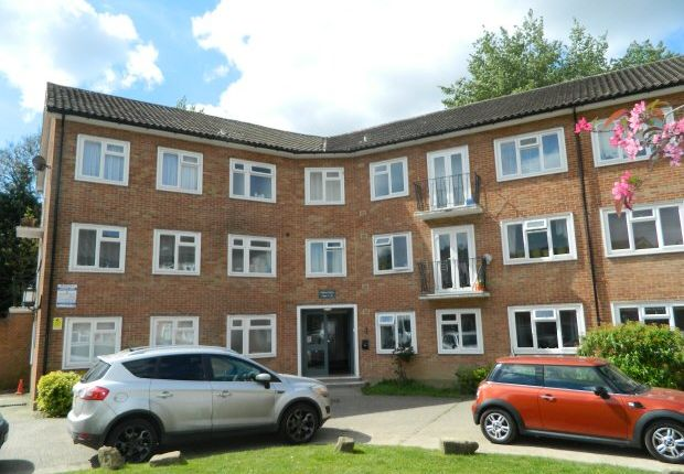 1 bed flat to rent in Pelham Court, Bishopric, Horsham