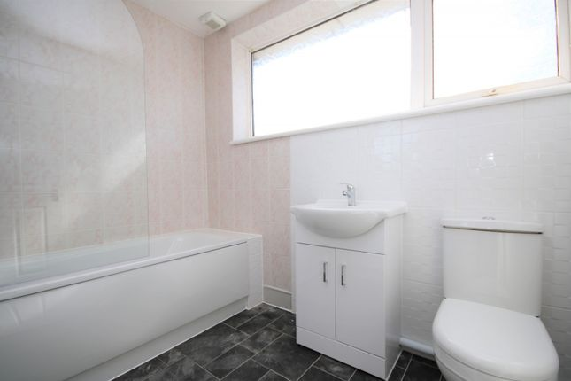 3 bed property to rent in Shepeshall, Basildon SS15