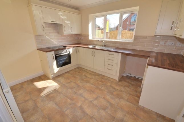 Thumbnail Town house to rent in Leeds Road, Cutsyke, Castleford