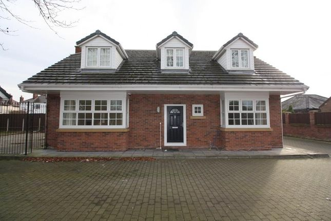 Thumbnail Detached house to rent in Mayfield Avenue, Widnes