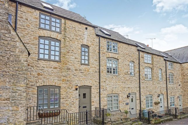 Thumbnail Terraced house for sale in London Road, Chipping Norton