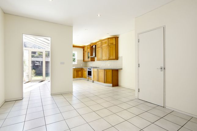 Thumbnail Town house to rent in Dyers Lane, London