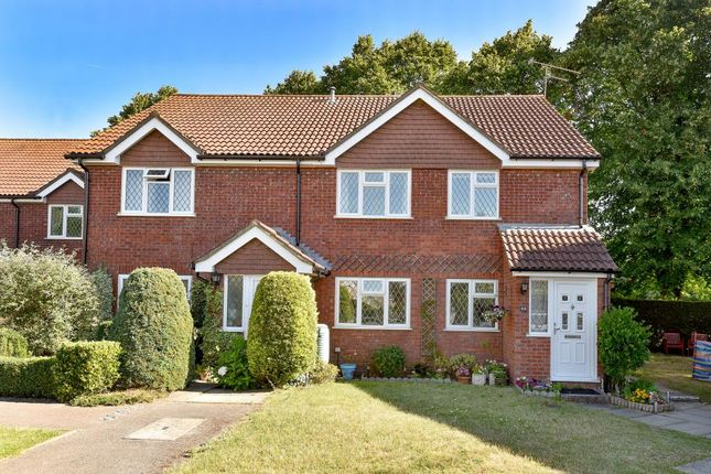 Thumbnail Maisonette to rent in Meadowbank Road, Lightwater