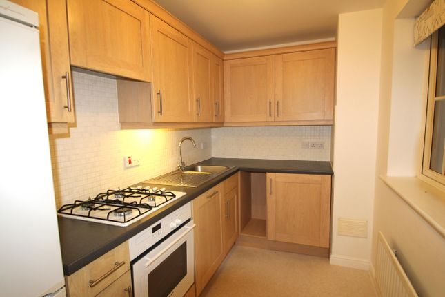 Thumbnail Flat to rent in Warbler Close, Aylesbury
