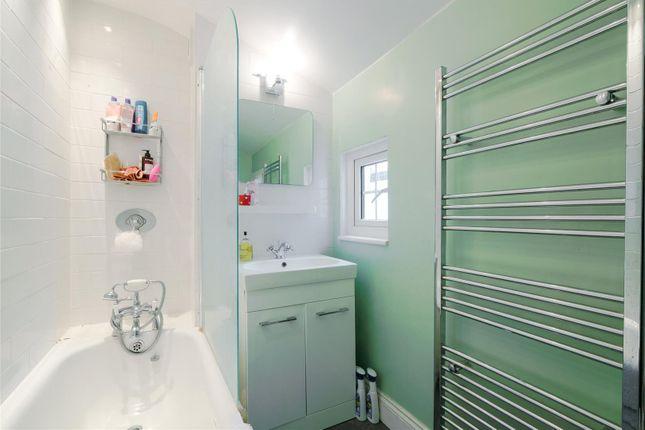 Bathroom of Brathway Road, Southfields, London SW18