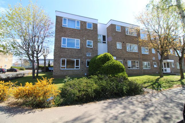 2 bed flat for sale in Globe Road, Hornchurch RM11