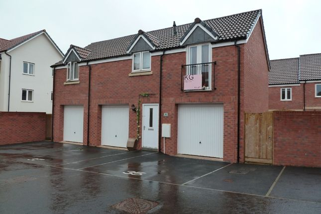 2 bed flat to rent in Hood Drive, Exeter EX2