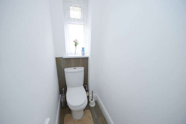 Toilet of Parkland Drive, Wingerworth, Chesterfield S42