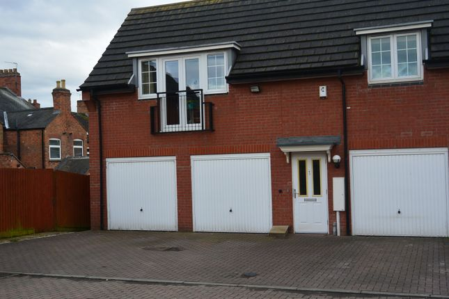 2 bed flat to rent in Palmaston Close, Anstey