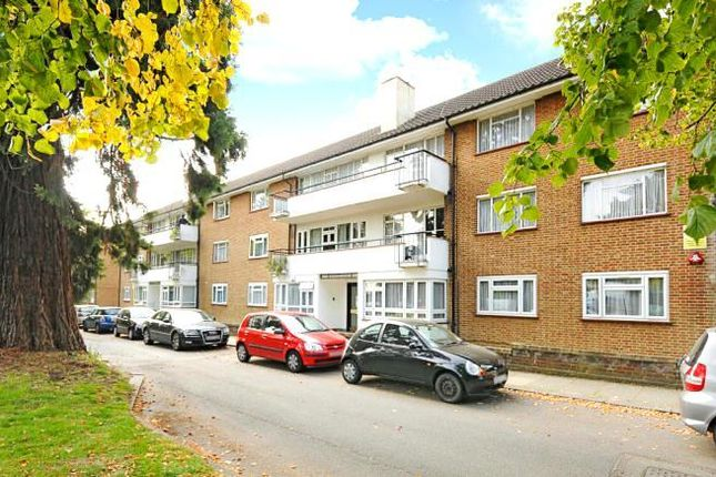 Thumbnail Flat to rent in Regents Court, Stonegrove, Edgware