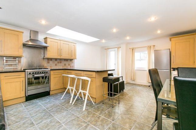 Thumbnail Flat to rent in Sangora Road, London