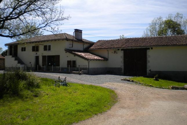 4 bed farmhouse for sale in Poitou-Charentes, Charente, Oradour-Fanais