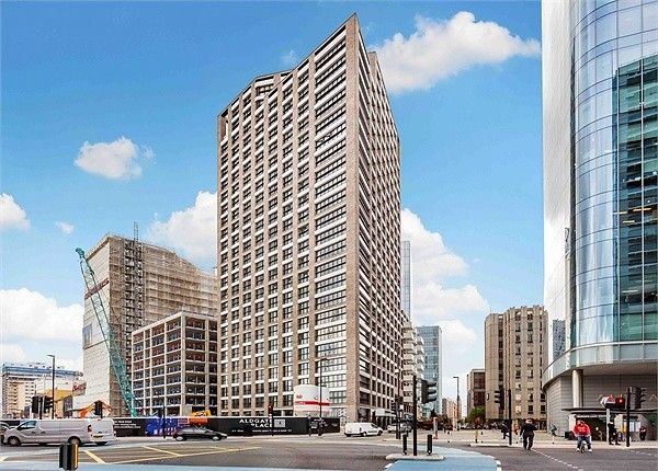 Thumbnail Flat to rent in Aldgate Place, London