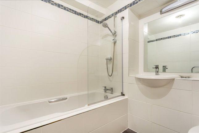 Bathroom of Java Wharf, 16 Shad Thames, London SE1