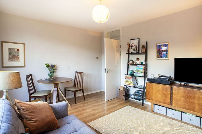 3 bed flat for sale in St. Asaph Road, London SE4