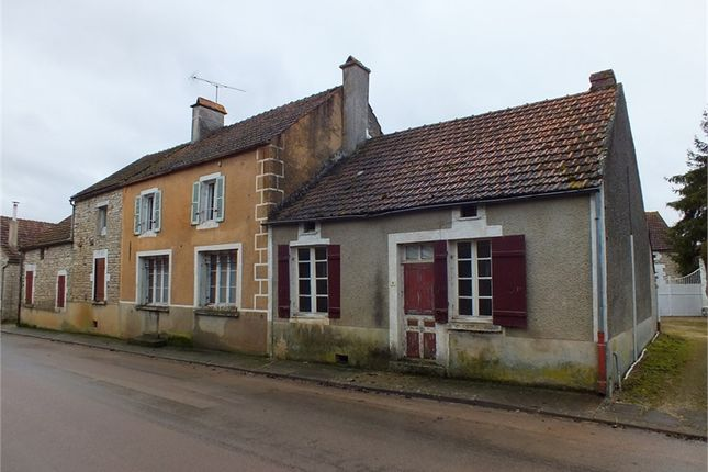5 bed detached house for sale in Bourgogne, Yonne, Noyers