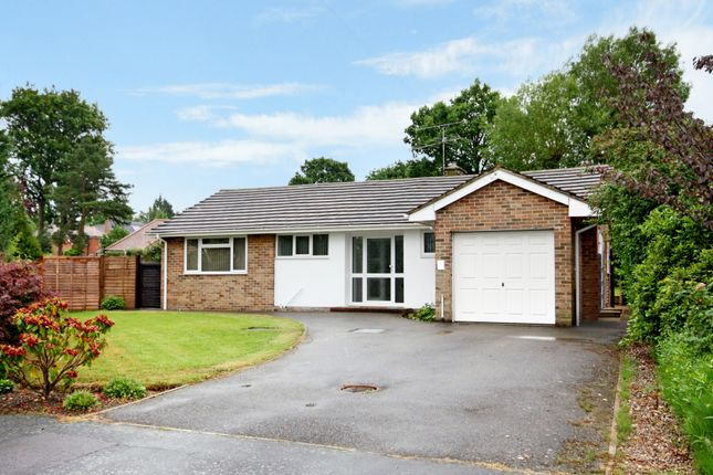 2 bed detached bungalow to rent in Lang Close, Fetcham, Leatherhead KT22
