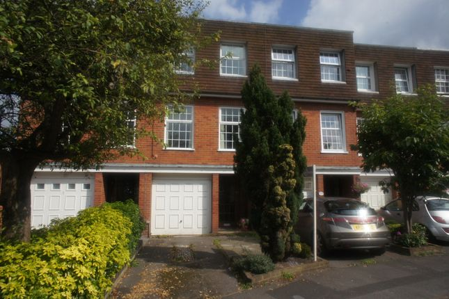 Thumbnail Town house to rent in Queen Close, Henley On Thames