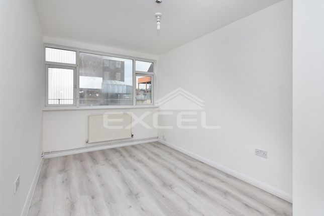 Flat to rent in Queensway Court, 7A Cricklewood Lane, London