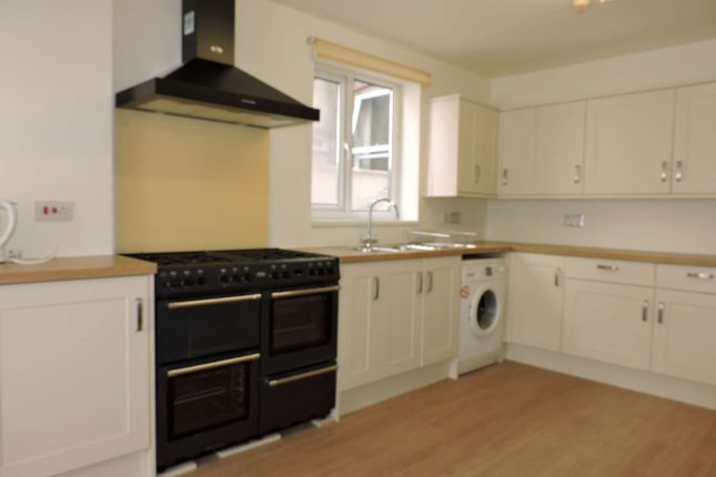 8 bed terraced house to rent in Beach Road, Southsea