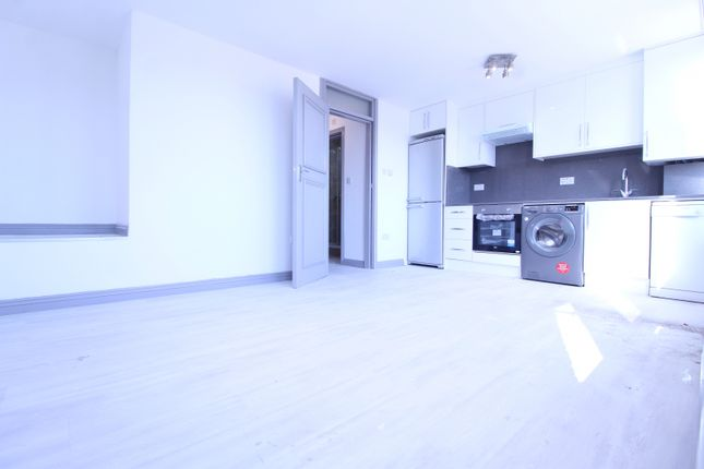Thumbnail Flat to rent in Copperfield Mews, London