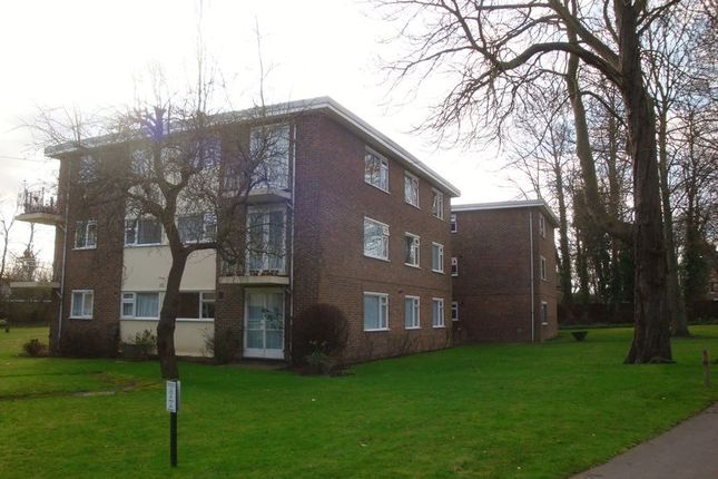 Flat to rent in Bramley Hyrst, Bramley Hill, South Croydon