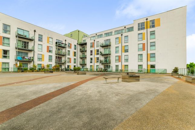 Thumbnail Flat for sale in Main Avenue, Enfield