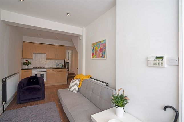 1 bed flat for sale in Coborn Road, London E3