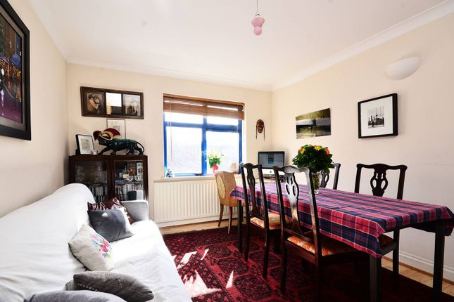 Flat to rent in Old Montague Street, Tower Hamlets