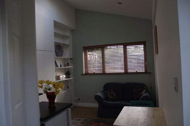 Thumbnail Flat to rent in Claverham Road, Yatton, Bristol