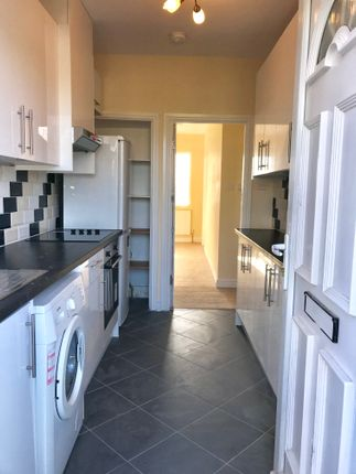 Thumbnail Flat to rent in Park Parade, Gunnersbury Avenue