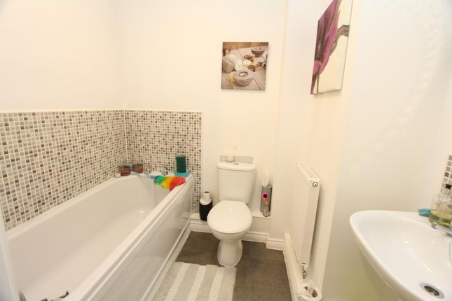 Bathroom of Kirkistown Close, Rugby CV21