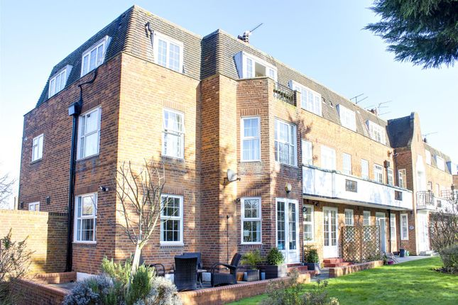 Thumbnail Flat for sale in Belmont Close, Cockfosters