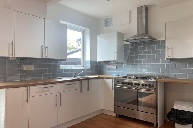 3 bed semi-detached house to rent in Sussex Avenue, Harold Wood, Romford RM3