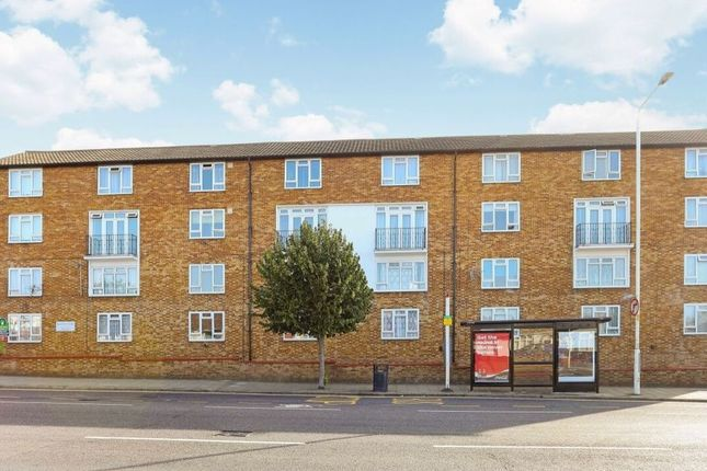 2 bed maisonette to rent in Whalebone Lane South, Romford RM6